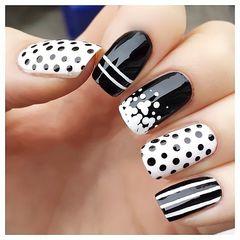 白色黑色简约方形黑白波点儿美甲图片