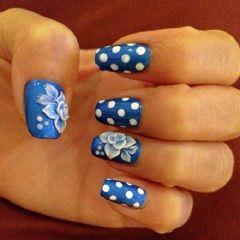 蓝色方圆形雕花蓝色雕花与波点美甲图片