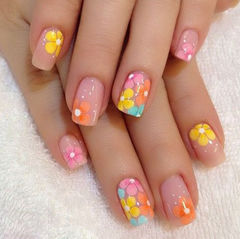 粉色黄色可爱方形彩色波点 可爱夏季美甲美甲图片