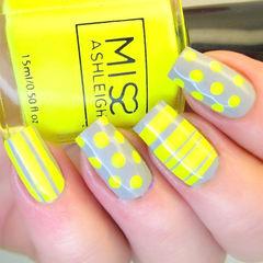 黄色灰色简约方形波点条纹控美甲图片