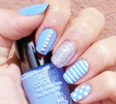 蓝色方圆形日式可爱清爽复古风,浅蓝色波点条纹美甲美甲图片