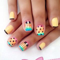 黄色可爱法式方形趣味彩虹渐变色波点法式混搭风美甲美甲图片