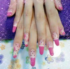 圆形粉色可爱可爱蕾丝和波点美甲图片