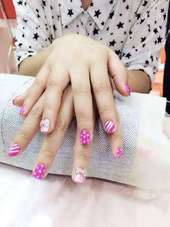 紫色粉色可爱简约方圆形波点条纹美甲图片