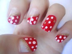 红色白色可爱简约方圆形可爱小波点美甲图片