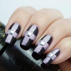 简约方圆形粉色黑色简单优雅的十字磨砂条纹美甲图片