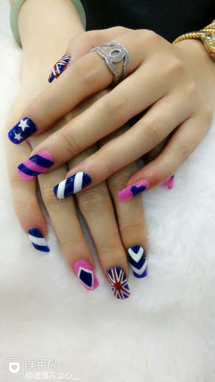 手绘蓝色粉色方圆形国旗白色海军风吹大咯!美甲图片