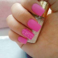 方形粉色简约钢珠与磨砂合美甲图片