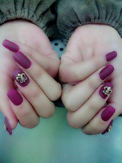 方形紫色简约磨砂胶+克洛心美甲图片