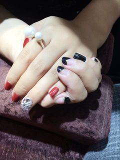 黑色红色日式方形拉链猫眼美甲图片