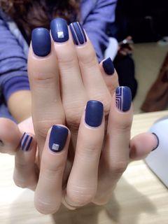 方形简约日式蓝磨砂深蓝柳丁款美甲图片