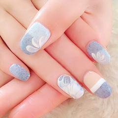 白色蓝色简约圆形磨砂质感的简约甲,灰常特别呢!美甲图片