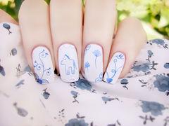 蓝色方圆形白色手绘小可爱线条画美甲美甲图片