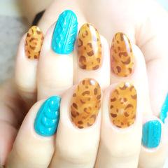 蓝色黄色手绘圆形秋季热门款,毛衣甲拼可爱小豹纹!美甲图片
