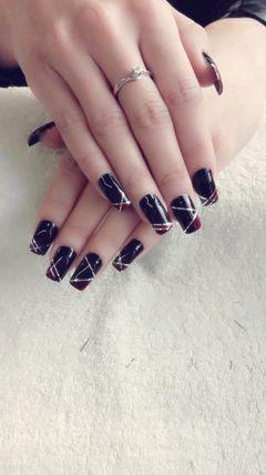 方形红色银色黑色简约简单的线条美甲图片