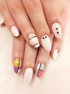 圆形简约裸色白色粉色点点和线条,搭配出简约风!美甲图片