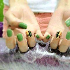 法式绿色黄色方形格纹美美哒美甲图片