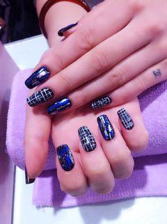 方形手绘蓝黑白色格纹美甲图片