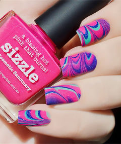 粉色简约方形亮色系水波纹美甲图片