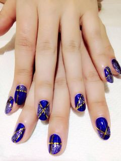 方形简约日式蓝宝蓝色遇上金属线条,立体感十足美甲图片