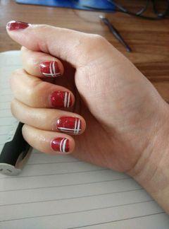 方圆形红色可爱简单可爱的线条美甲图片