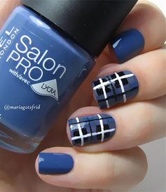 蓝色简约方形简约格纹美甲图片