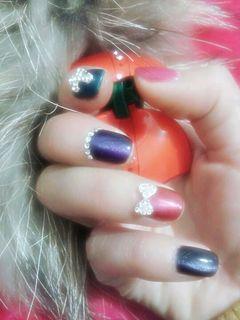 方圆形绿色粉色黑色简约简单,实用的五彩猫眼胶美甲图片
