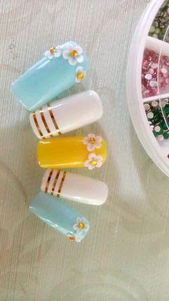 方形黄色蓝色白色简约雕花金线条 ,糖果色雕花~美甲图片