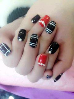 方形红色黑色白色手绘韩式珍珠美甲图片
