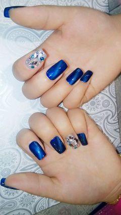 方圆形蓝色简约美美的猫眼甲美甲图片