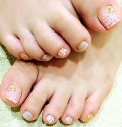 脚粉色方圆形粉色毛呢格纹足部款美甲图片