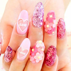 粉色日式雕花圆形甜蜜日系亮片爱心款美甲图片