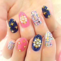 粉色日式圆形蓝色日式钻饰格纹款美甲图片