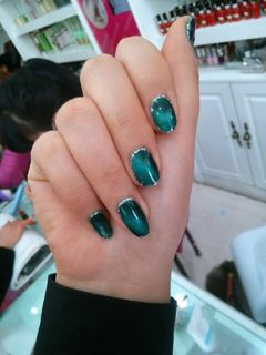圆形绿色简约猫眼胶,时尚范美甲图片