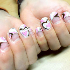 法式粉色白色圆形层次爱心法式款美甲图片