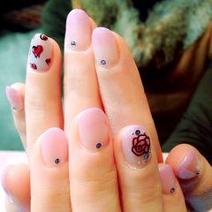 渐变圆形粉色爱心玫瑰渐变款美甲图片