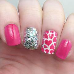 粉色简约方圆形甜美爱心款美甲图片