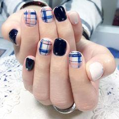 白色黑色蓝色简约圆形英伦学院风格纹美甲图片