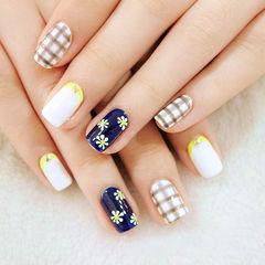 白色蓝色简约方圆形清新格纹雏菊款美甲图片