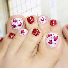 白色红色脚圆形爱心足部款美甲图片
