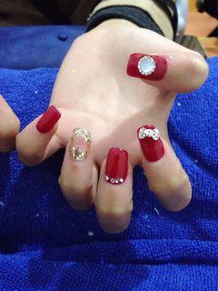 方形新娘光疗红色镂空心型,好美美甲图片