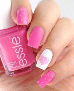 粉色白色简约方形粉嫩爱心甜美款美甲图片