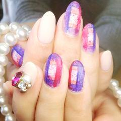 紫色粉色白色日式圆形喷溅格纹款美甲图片