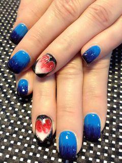 方形光疗手绘蓝红满满的心美甲图片