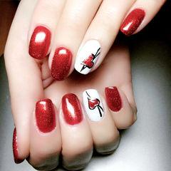 红色简约圆形白色优雅爱心款美甲图片