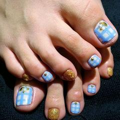 脚蓝色金色白色简约方圆形清新浅蓝格纹足部款美甲图片