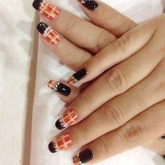 方圆形日式手绘红黑法式配格纹美甲图片
