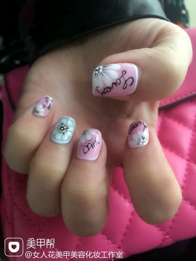 方圆形蓝色粉色白色日式手绘仿爱米手上的款,上手很好看的美甲图片