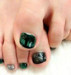 足部手绘简约绿黑猫眼胶打造的效果很有感觉美甲图片