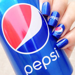 蓝色白色红色方形百事可乐主题款美甲图片